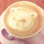 カフェ ドゥ ソレイユ - カプチーノ かわいいラテアートをしてくれます。