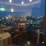 中国レストラン 胡蝶花 - 窓から眺める夜景