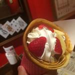 パイレーツ クレープ - バナナイチゴホイップ♡420円
