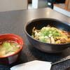 美っちゃんチロリン村 - 料理写真:和牛すじ丼290円(税込み313円)、スープ付き