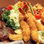 プラザカフェ - コース料理:左からハンバーグ、サラダ、エビフライ、から揚げ