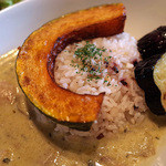 カフェオットー シクロ - 「スパイシーグリーンカレー」(1,030円)は雑穀ご飯に。ボク的にちょうど良い辛さでウマイっ!