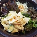 香豊堂 - カレーについたサラダ