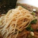 三宝亭 - 細めの手もみ風ストレート麺(今日はやや柔めでした)≪2014年6月≫