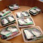 弥助寿司 - これが商品です。沢山売れてしまってもうこれだけしかありません。数分後には売り切れに....
