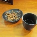 27912368 - 揚げ蕎麦とお茶