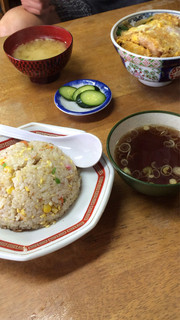 松月 - 炒飯とカツ丼