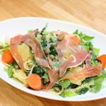 有機菜園ダイニング・タベルナ - 当店1番人気『たっぷり旬野菜tpパルミジャーノチーズの塩味パスタ』