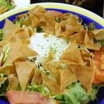 居酒屋 明香苑 - 温泉卵のパリパリサラダ 480円