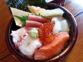 鮨処大漁 - のっけ丼880円 2014/6/6