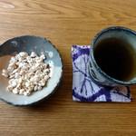 太郎右衛門 - 料理写真:2014/6・蕎麦の実ポン菓子と蕎麦茶