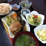 市場食堂 - 日替わりメニューのチマグ―(豚足)の煮付け600円
