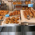 角食LABO - 店内パン棚2