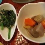 源ちゃん - お昼のミニおまかせ(ホウレン草の胡麻和え、煮物)