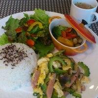 類 - 週替りランチ(ゴーヤチャンプルー&彩野菜のチーズ焼き)