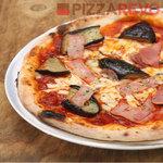 ピザレボ - 茄子とベーコンのアラビアータ