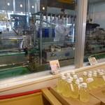 ヨナーズ - 奥ではジュースを製造してました