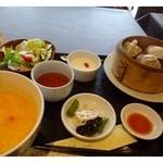 27929400 - お粥・点心3種・小鉢(蓮根とキクラゲの塩炒め)・野菜サラダ・ザーサイ・デザートのセットです。