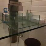 韓花 - トイレの洗面台がガラス張り・・オシャレ過ぎて洗いづらい・笑