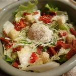 パイパティローマ - カリカリポークと半熟玉子のシーザーサラダ