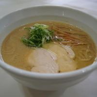 らーめん れんげ - 秘伝の塩と濃厚スープの競演!鶏白湯らーめん