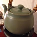 雅楽茶 - お湯が入った急須
