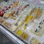 食べ処 チロル - 漬け物売り場 他にもたくさん