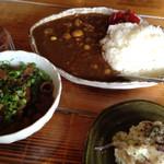いりかま - カレー、モツ煮、ポテトサラダ。
