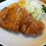 27936434 - ロースカツ定食は消費増税後100円値上げされ1500円になりました。