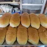 松本製パン - ツヤツヤなコッペパン(90円)