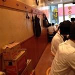 カレーハウス キラリ - 201406  キラリ  店内(いよいよ「先頭」!)(左)
