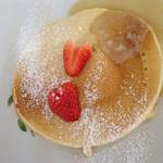 アトリエオハナバコ アンド ハコカフェ - シングルパンケーキ(蜂蜜)