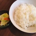 石打ドライブイン - 白ごはん(220円)漬物付き