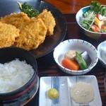 みづ乃 - カキフライ定食です。大きい!