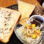 万丸 那覇泉崎店 - ハムチーズトーストセット。