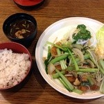 27946888 - 野菜たっぷりとんかつ定食(ロース、十穀米、¥1430)@2014/6/7