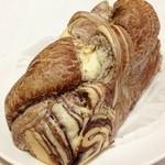 27947279 - 魔法のパン・チョコレート(248円)