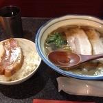 烈志笑魚油 麺香房 三く - お昼の三くセット!!かけラーメン+角煮ごはん(880円)