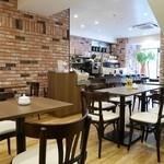 角パン専門店Cafe&マルシエルブ - 煉瓦を基調としたとてもオシャレでスタイリッシュな雰囲気