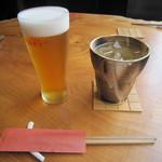 そば二十三 - 「生ビール」(右はお冷やのグラス)