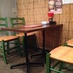 美豚 - テーブル席