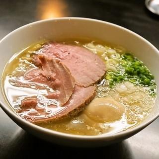牛骨らぁ麺マタドール - 料理写真:2014.5 贅沢焼牛塩らぁ麺(1,050円)