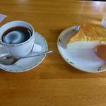 マリーヌ洋菓子店 - 料理写真:コーヒーとモーニングサービス(Bサービス)