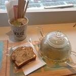 ハウスユイガハマ - バナナケーキと紅茶