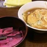 源ちゃんらーめん - ミニ天津丼と漬物
