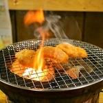 サカイ食堂 - 2014.4 炭火の七輪で焼きます(焼いているのは牛ホルモン)
