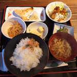 酔って粋なよ - 本日の親方お任せ日替り定食(¥720)。バランスの取れた内容です!