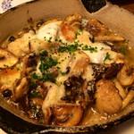 馬車にのったモッツァレッラ - きのこと4種のチーズのオーブン焼