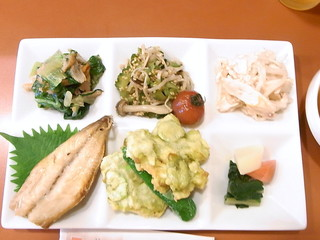 Zeal - お昼ご飯¥900のプレート☆♪