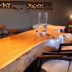 くろ吉 - オシャレな店内、カウンター、テーブル、お座敷